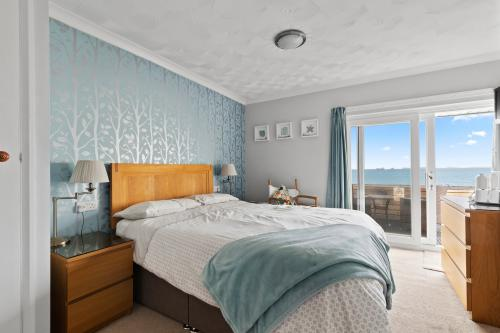 Superior-Double room-Sea View-Ensuite with Shower-Balcony overlooking beach - Base Rate