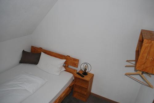 Einzelzimmer-Standard-Eigenes Badezimmer-Badezimmer auf Flur - ab 3 Nächten