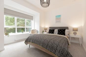 Ideal Home away at Moseley Gardens, Fallowfield - Relax in this comfortable double bedroom.
