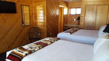 Suite-Ensuite with Shower-Mountain View-Room 27 - Base Rate