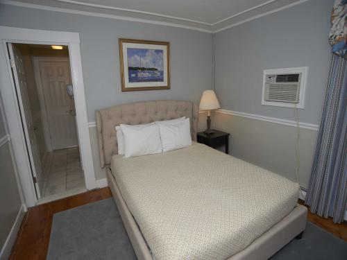 The House 17 Queen (no pe-Double room-Ensuite-Standard - Base Rate