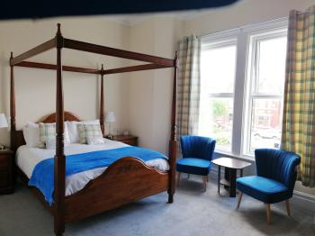 King-Ensuite with Shower-Four Poster