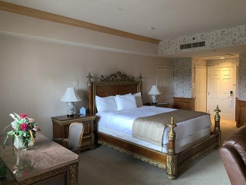 King-Ensuite-Suite-Balcony-Luxury Suites - Base Rate