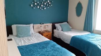 Cottage bedroom at Lacet House presented as a twin