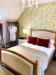 Double room-Ensuite with Shower-The British Saddleback