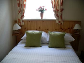 Double room-Standard-Ensuite with Shower-City View-Ground floor