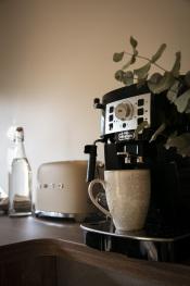 Grille pain Smeg et machine à café Delonghi