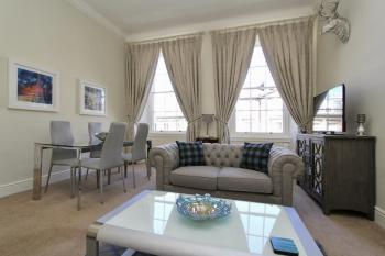 Escape To Edinburgh @ Broughton Place - Living Room overlooking Broughton Place