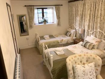 Mill House - Boswell Farm Cottages - Twin Bedroom