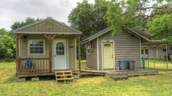 Utopia Bunkhouse - Utopia Bunkhouse   exterior view