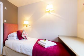 Single room-Comfort-Ensuite with Bath-Courtyard view - Base Rate