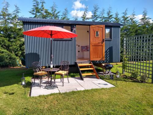 Hut-Romantic-Ensuite with Shower-Garden View-Mary's Retreat - Standard Rate