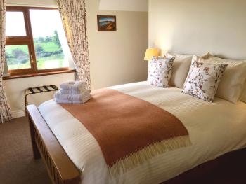 King-Deluxe-Ensuite with Shower-Sea View-Donard - Base Rate