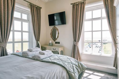 Double room-Standard-Ensuite with Shower-Sea View - Base Rate