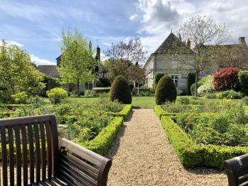 Jardin et maison des propriétaires