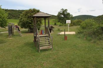 aire de jeux dans le hameau