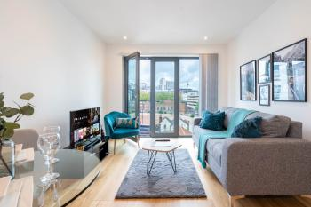 Deluxe 1 Bedroom Stylish Apartment - City Centre - Bright Living Room
