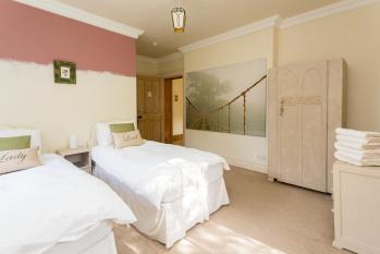 Room 5 - Monteverde