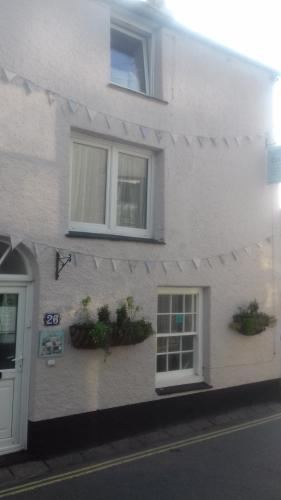 Holly Cottage Vintage B&B is a beautiful Cornish fisherman's cottage dated 1710