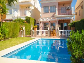 Casa Dino - Piscina y Jardín