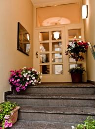Treppe zum Eingangsbereich