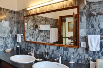 West Wing 2 Bath