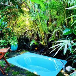 Ali'i Outdoor Bathtub