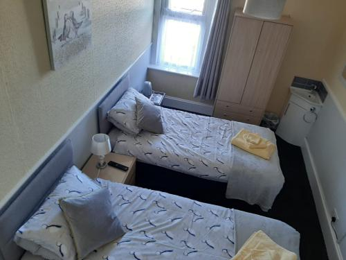 Twin room-Standard-Shared Bathroom
