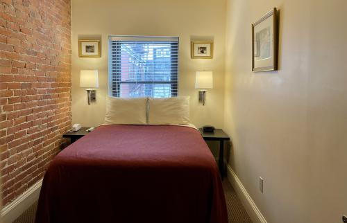 Budget-Double room-Shared Bathroom - Base Rate