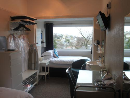 Twin room-Classic-Private Bathroom-Harbour View-Room 1- Breakfast Included