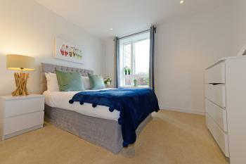 Executive Apartment Near Chiswick and Kew Gardens - Master ensuite