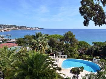 General View loutrelus.com beach tennis pool sea nature