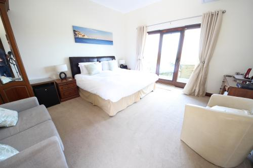Tennyson View - Standalone Superior Ensuite Double Room with Sea Views