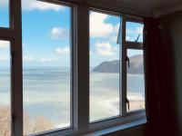 Penthouse Self-catering Apartment with Ensuite & Sea View