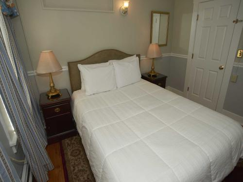 The House 18 Queen (no pe-Double room-Ensuite-Standard - Base Rate