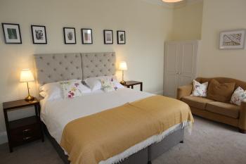 Room 3 - Super kingsize bed