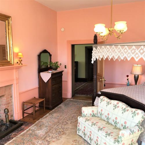 Bed-King-Private Bathroom-Garden View-Jacquelin Room - Base Rate