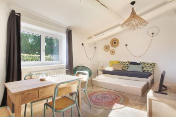 Salon avec 2 lits simples gigognes en 90 x 190 cm