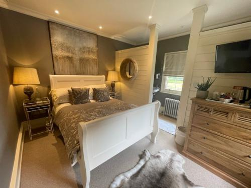 Bed-Ensuite with Shower-Countryside view-The Nursery Room