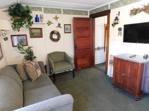 #2 - The Evergreen -Cottage-Private Bathroom-Large