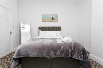 Apartment-Superior-Private Bathroom - Base Rate