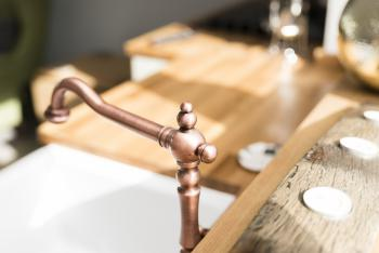 Traditional belfast sink and country kitchen