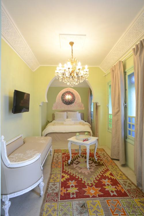 Suite-Néroli-de Luxe-Douche-Patio