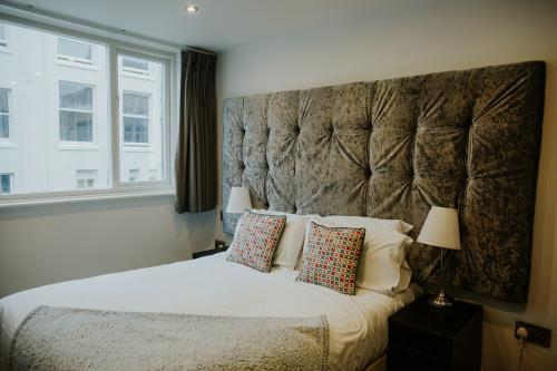 Standard-Double room-Ensuite with Shower-Street View - Base Rate
