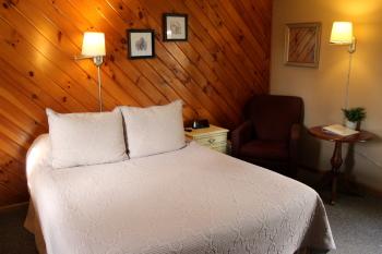 01 -1 Queen size bed-Single room-Queen-Ensuite - Base Rate