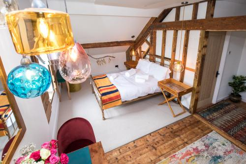 Studio-Exclusive-Ensuite with Shower-Garden View-The Rafters - Base Rate