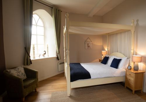 Family room-Ensuite with Shower-Large Four Poster