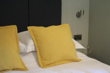 Nare bedside