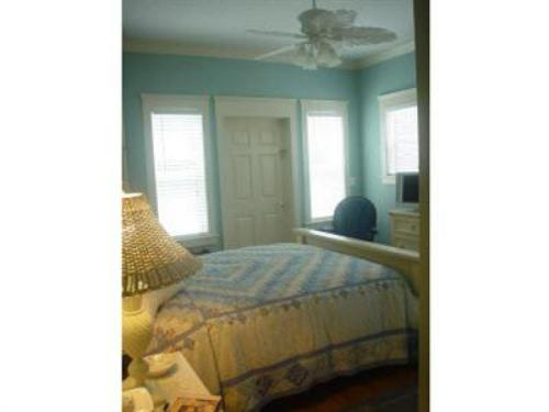 Double room-Ensuite-Comfort-Patio-Harbor Breeze Guest Room