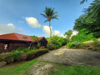 Chemin privé de la villa